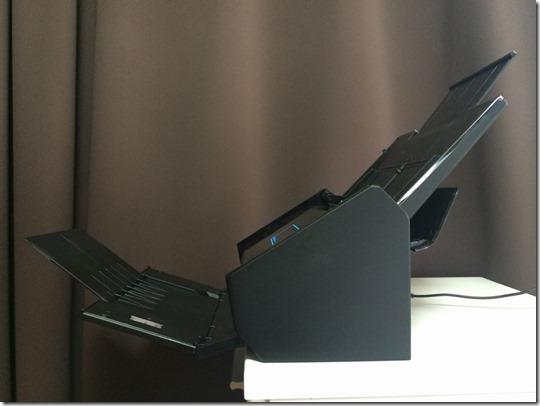 iX500は用紙受けが付いている