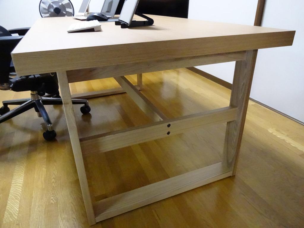 作業用のオフィスデスクに悩んだ結果安くて頑丈なダイニングテーブルを
